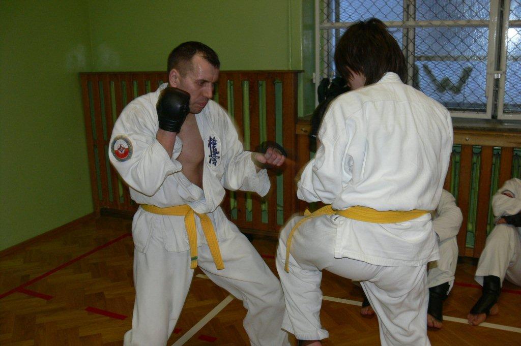 Zdjęcia z: Egzamin karate kyokushin 18.12.2010r.