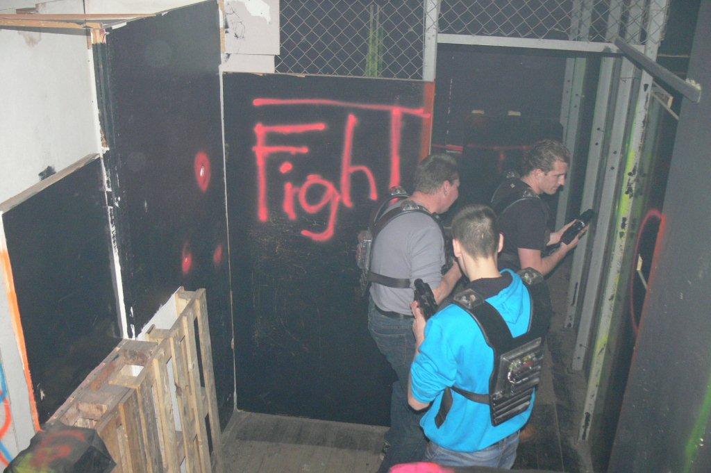 Zdjęcia z: Impreza - paintball laserowy 18.12.2010r